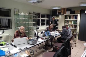Groupe au travail réunion d'identification mycologie, les microscopes sont de sortie, Maison des associations à La Roche-sur-Foron